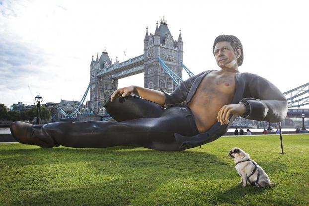 A giant statue of Jeff Goldblum celebrates 'Jurassic Park' in London