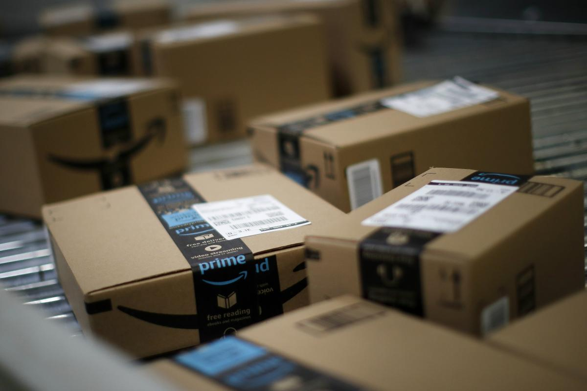 Amazon takes a page from Toys \'R\' Us with holiday catalog | CMO ...