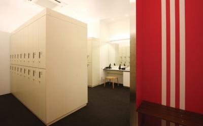 Adidas Runbase locker room