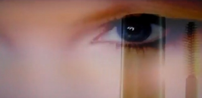 An image captured from the Taylor Swift TV ad for CoverGirl NatureLuxe Mousse Mascara. P&G withdrew a print version of the ad following an NAD inquiry into retouching of photos.