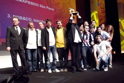 Valente is of course then joined by his posse at DDB Brasil