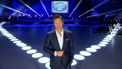 Ryan Seacrest in the hangar, before the buses