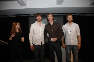 Teressa Iezzi gives the Vikings, Joakim Reveman, Matthew Branning and Bjoern Ruehmann their award for Epuron 'Wind'