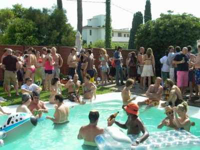 Thursday afternoon Backyard played host to dozens of Veuve Clicquot-swilling revelers.