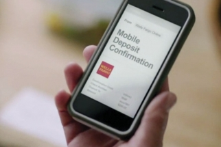 A 2012 consumer-focused campaign emphasizes how easy it is for customers to manage their financial lives with the e-banking tools of Wells Fargo.