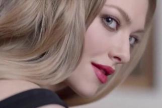 Amanda Seyfried Brings a Little Humor to a Glamorous Perfume Ad