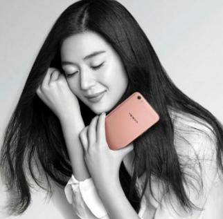 Jun Ji-Hyun in an ad for Chinese smartphone brand Oppo