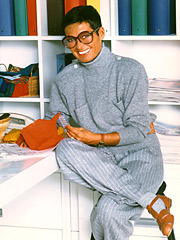 Liz Claiborne, who dies yesterday, built a company that in 2006 had sales totaling $4.99 billion.