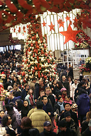 Shoppers poured into Macy's and other retailers the weekend before Christmas, but ShopperTrak said sales for the two prior weeks were down 2.2%.