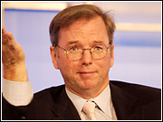 Google Chairman-CEO Eric Schmidt got a loud round of applause for Google's decision to resist subpoenas from the Justice Department.