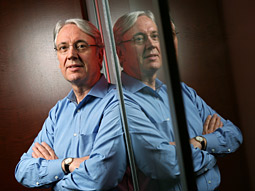 Les Hinton started out buying sandwiches for Rupert at 15; at 64 he runs Murdoch's Dow Jones.