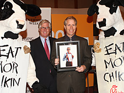 Fave icons: Orville Redenbacher's grandson Gary, and cows accept awards from 4A's President O. Burtch Drake.