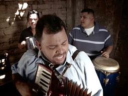 Los Felinos de la Noche's first song means 'I'm there.'