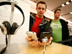 Missed opportunity? Some say holiday season could have been a boon to iPhone.