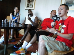 The Orlando Magic's Dwight Howard (second from left) and Derrick Rose of the Chicago Bulls (third from left) took part in China's first live interactive online TV show.