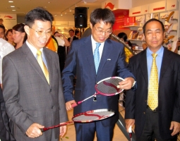 Executives from Li Ning's Beijing headquarters attended the opening of the company's first overseas flagship store in Singapore