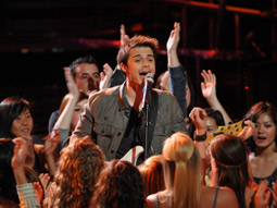 Some fans are accusing AT&T of getting Kris Allen more votes than he would have otherwise.