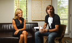 Alex Bogusky interviewing Robyn O' Brien, author of 'The Unhealthy Truth,' in an episode of his Fearless Revolution show.
