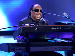 Stevie Wonder performs on 'American Idol.'