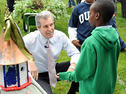 Terry J. Lundgren, chairman, president and CEO of Macy's Inc., talks with students during the National Park Foundation's First Bloom event in New York.