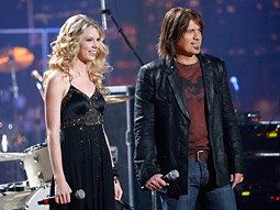 'Nashville Star,' a country-music version of Fox's 'American Idol' that moved from the USA Network to its corporate cousin NBC, beat contestants beating each other up on lead-in 'American Gladiators.'