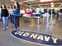 Old Navy last year spent $207 million on domestic measured media, according to TNS Media Intelligence, but in the first quarter of 2008 spent about $40 million.