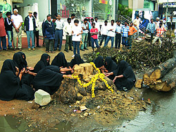 On World Forestry Day, the Bangalore Environment Trust hired professional mourners known as Rudalis to publicly mourn the death of trees at various locations around the city.