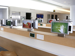 The 200 screens throughout the terminal are the first of their kind, say executives.