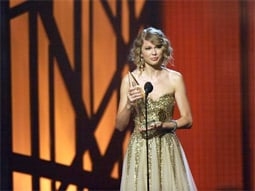 Taylor Swift won the Entertainer of the Year award at Wednesday night's CMA Awards.