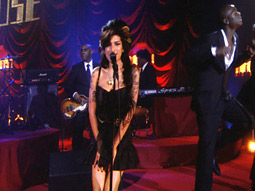 Amy Winehouse performing her hit 'Rehab' at the 2008 Grammy Awards.