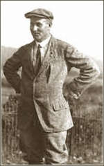 Englishman Harry Vardon rose to international fame in the 1890s and became the sport's first true superstar. He was an icon of the natty dressing style of that era's golfers.