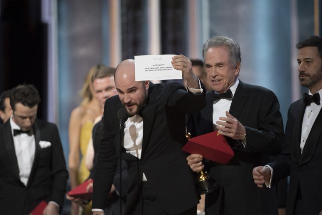 'La La Land' producer Jordan Horowitz announces 'Moonlight' as the correct Best Picture winner after an awkward mix-up.