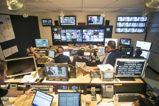 Top Nfl Sponsors Skip Historic Yahoo Live Stream Media Ad Age
