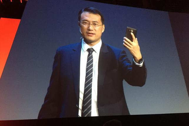 At CES, Huawei Sets Sights on Apple