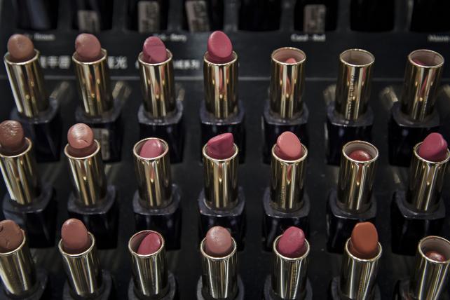 Estee Lauder Fights Short Attention Spans in Online Makeover