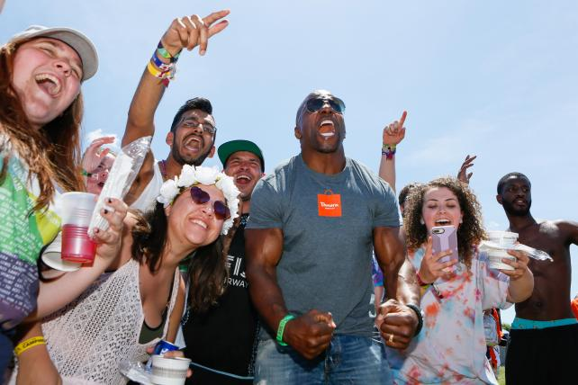 Terry Crews hands out free samples of Panera's Bacon Mac and Cheese at the Firefly Music Festival