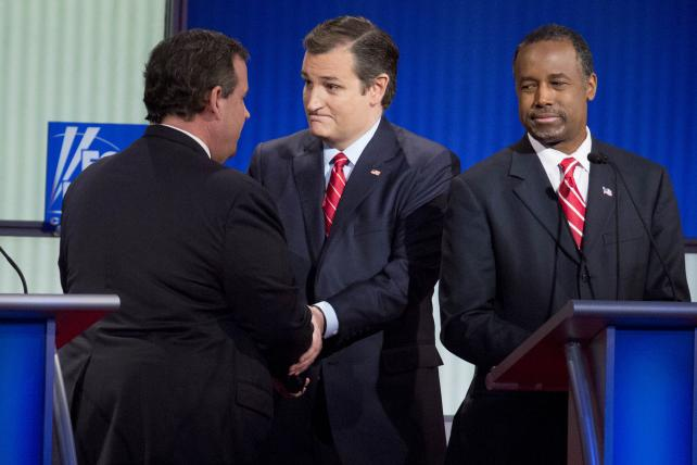 Senator Ted Cruz, center, greets Chris Christie, governor of New Jersey, left, on stage next to Ben Carson, retired neurosurgeon, at the Republican presidential candidate debate at the Iowa Events Center in Des Moines.