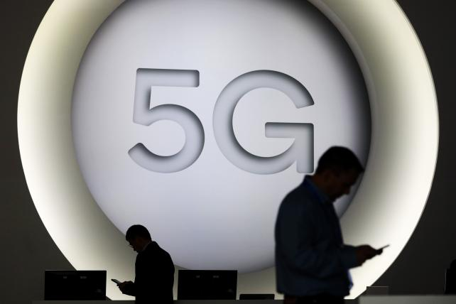 Verizon is said to be close to Apple, Google deals for 5G TV