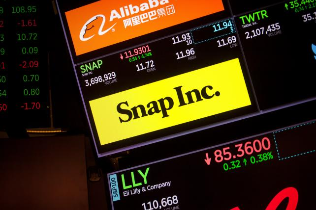 Facebook, Twitter debacles loom over Snap's results