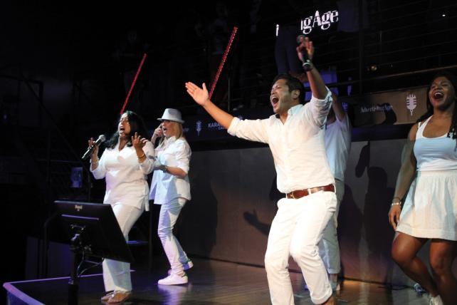 Razorfish performs the Backstreet Boys' 'I Want It That Way.'