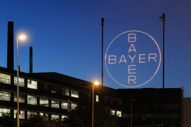 Bayer cross in Leverkusen (3x2)