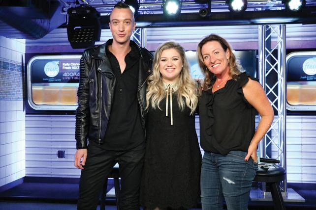 Kelly Clarkson visits 102.7