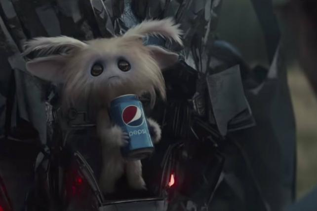 Pepsi's ad for the Golden Globes starred William H. Macy and a wee fuzzy alien.