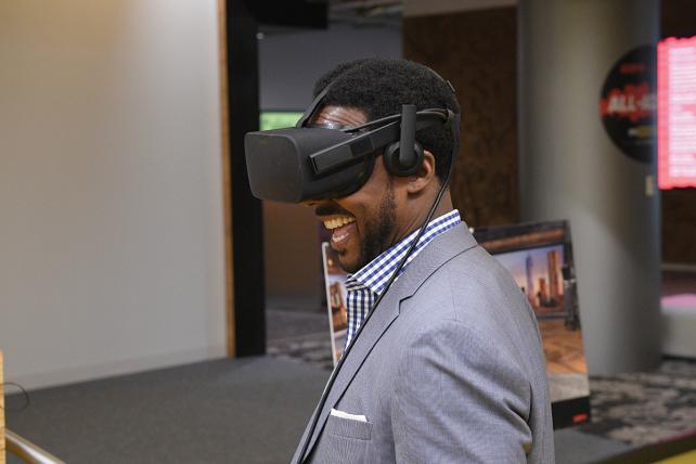 'College GameDay' analyst Desmond Howard virtually tours ESPN's new studio.