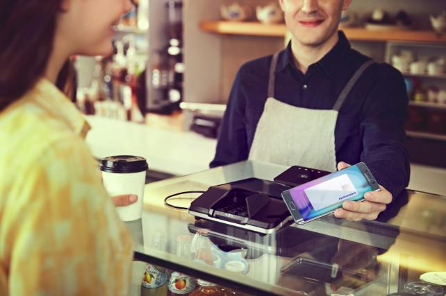 Apple Pay Facing Stiff Competition From Retailers' Mobile-Payment Services