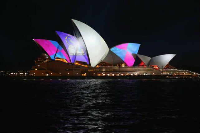 Wednesday Wake-Up Call: Outrage over an ad at the Sydney Opera House. Plus, Taylor Swift at the AMAs