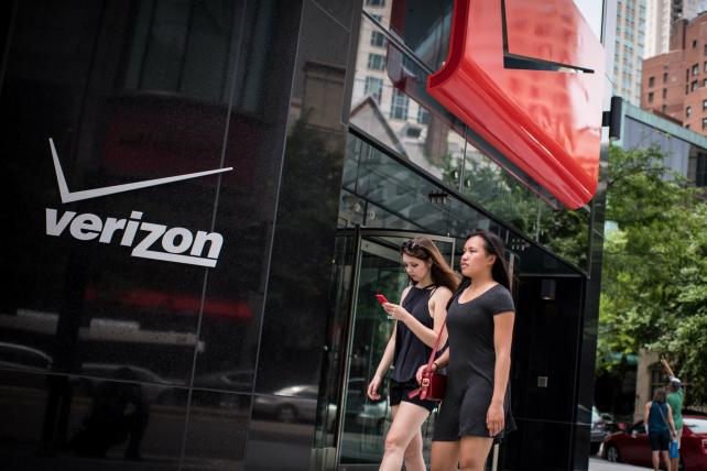 Wake-Up Call: News about Verizon, Instagram, Facebook