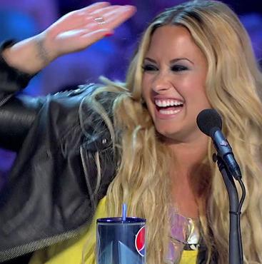 Meet Demi Lovato, the New Queen of Twitter