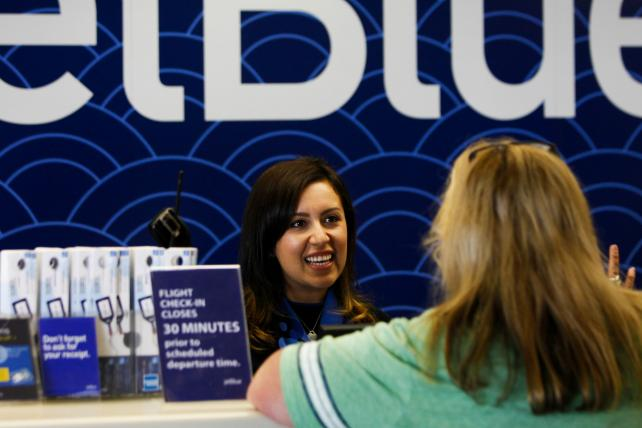 How JetBlue Makes Every Employee a Marketer (and Avoids Doing What Delta Would Do)