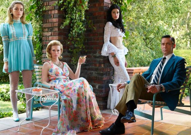 Sally Draper (Kiernan Shipka), Betty Francis (January Jones), Megan Draper (Jessica Pare), Don Draper (Jon Hamm).
